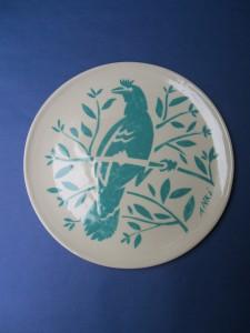 coproductie met Anki Posthumus, bordjes van gegoten en hoog gestookt aardewerk, decoratie opgebracht met sjablonen