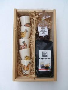 geschenk set espresso kopjes met koffie en chocolade koffie boontjes